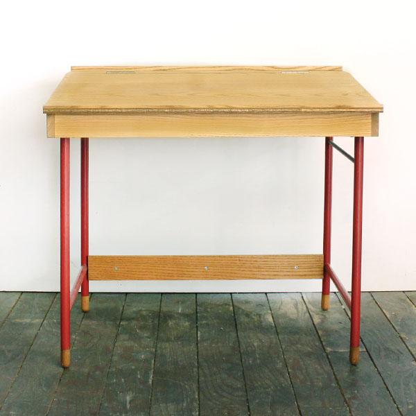 school desk [red]